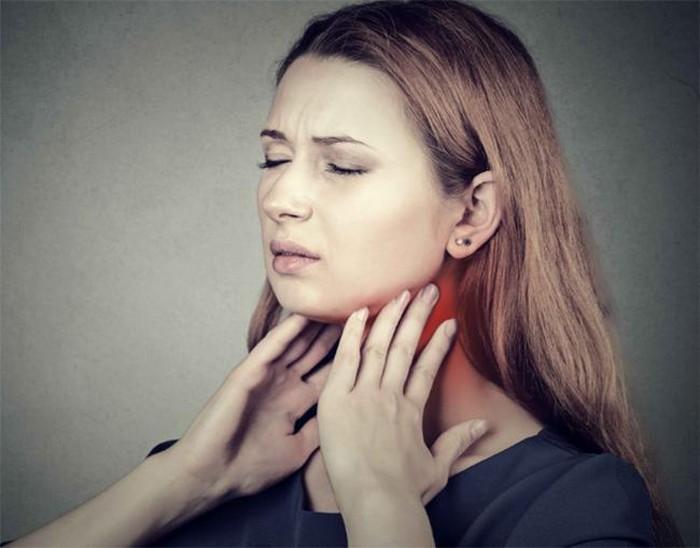 Phụ nữ bị ung thư tuyến giáp
