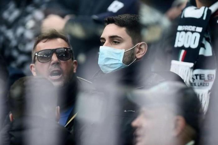 Người dân đeo khẩu trang chống Covid-ãò